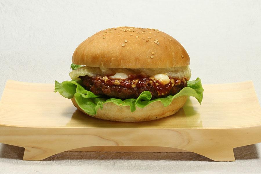 合い挽き肉のとケチャップベースのソースで本場アメリカをイメージ「KURA BURGER ミート」