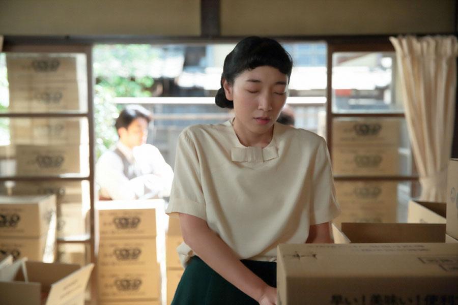 ラーメンの値段を話し合っていたところ、気分が悪くなる福子(安藤サクラ)