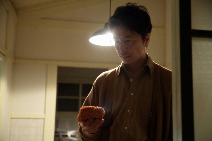 テイコー食品でのやりとりを思い出し、怒りを抑える立花萬平(長谷川博己)