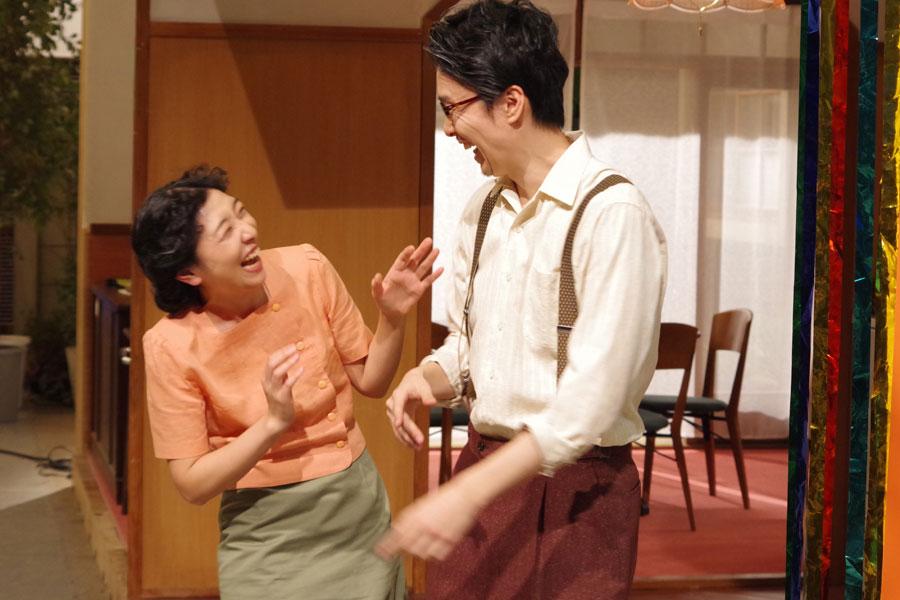 最後に一本締めを初声するもタイミングが合わず、笑い合う2人