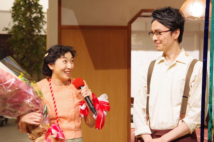 泉大津編での撮影で、「海はキレイでしたね」と確かめ合う安藤サクラと長谷川博己
