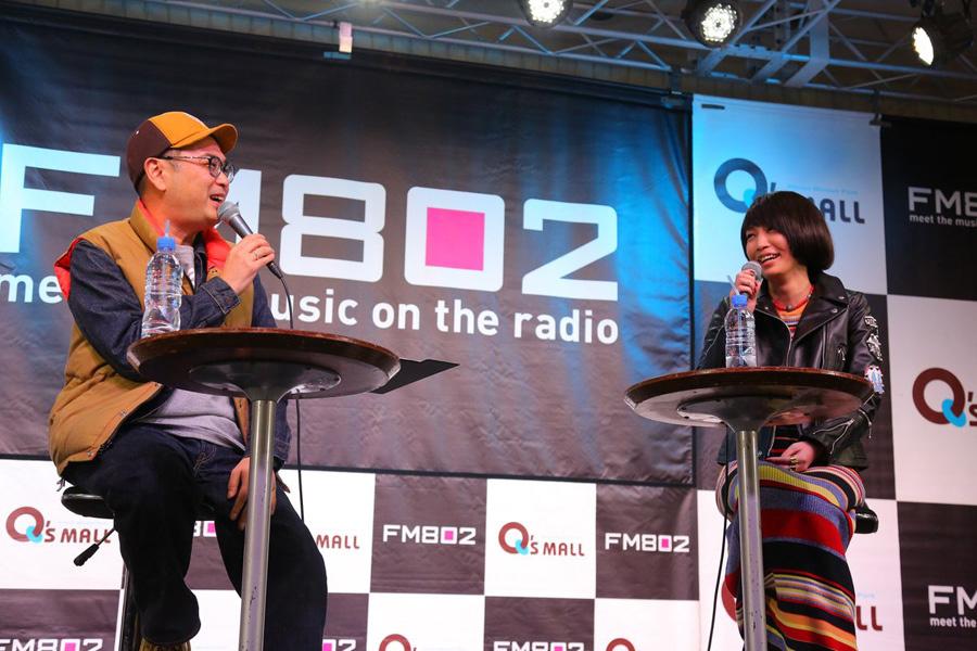 FM802の公開収録に登場した中島美嘉(右)とDJの中島ヒロト(13日・大阪市内)写真提供:FM802