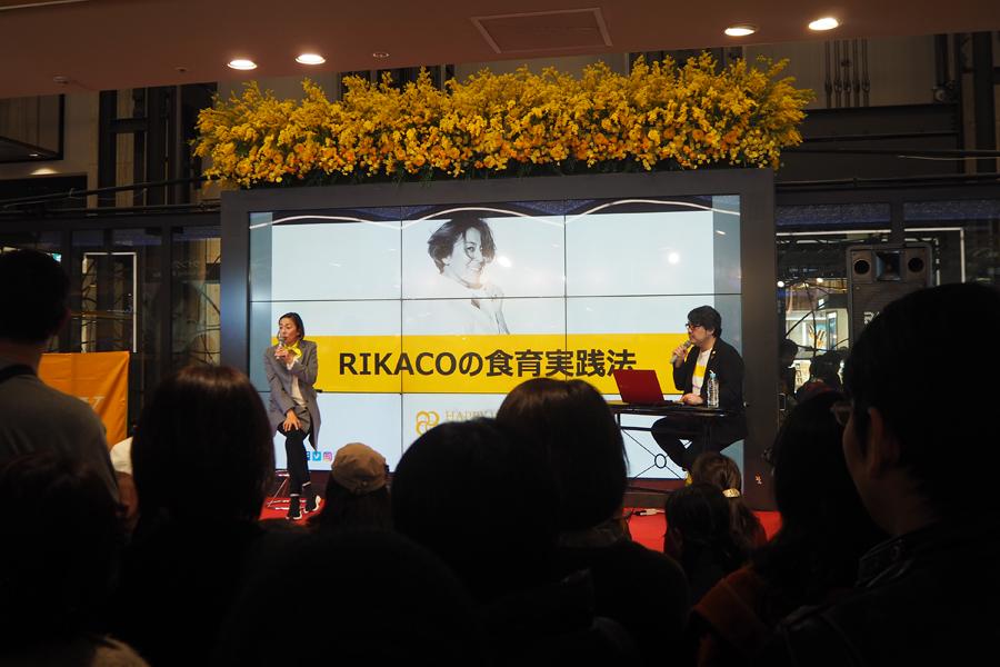 RIKACOのトークイベントがおこなわれた特設会場には多くの女性が集まった(24日・大阪市内)