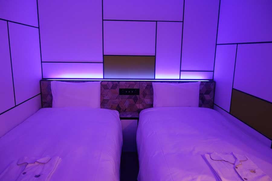 部屋の照明は1600万色。好の色に調整できる