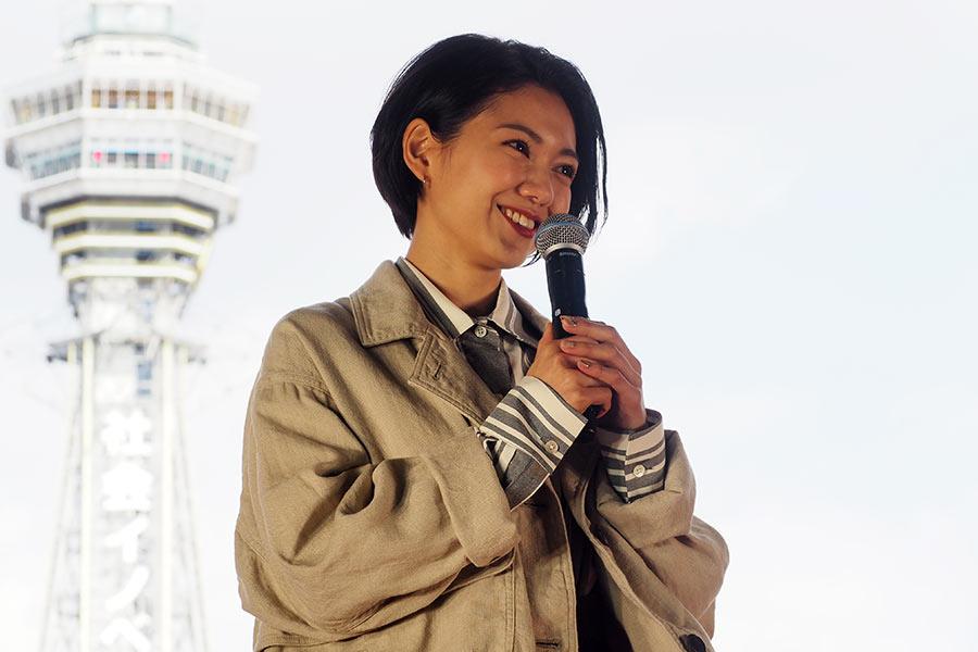 主演映画『翔んで埼玉』公開記念イベントに登場した二階堂ふみ(13日・大阪市内)