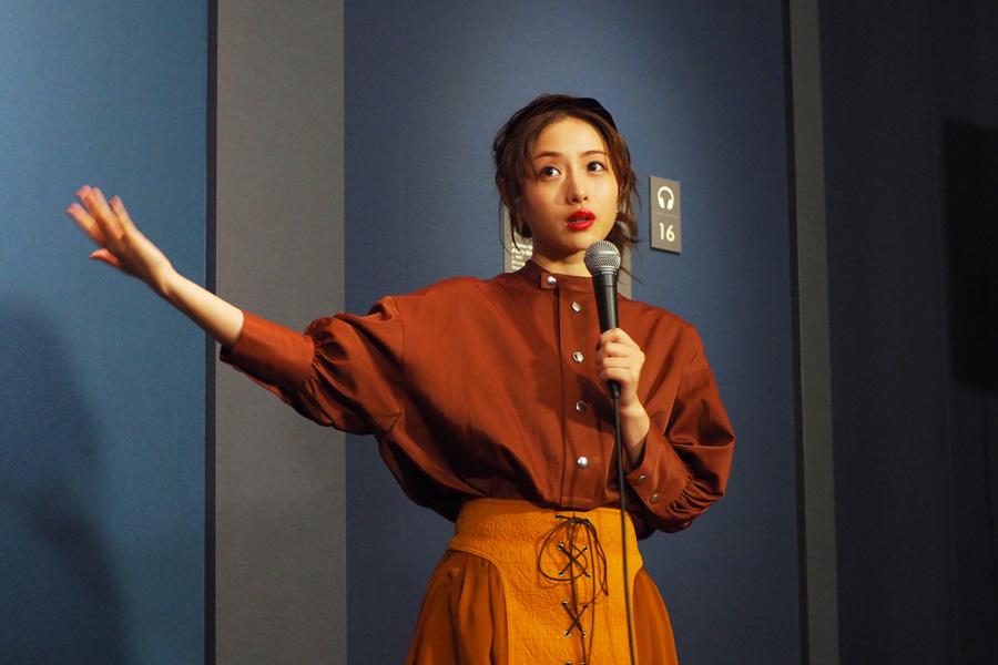 フェルメール愛を語り出すと止まらない石原さとみ(14日・大阪市立美術館)