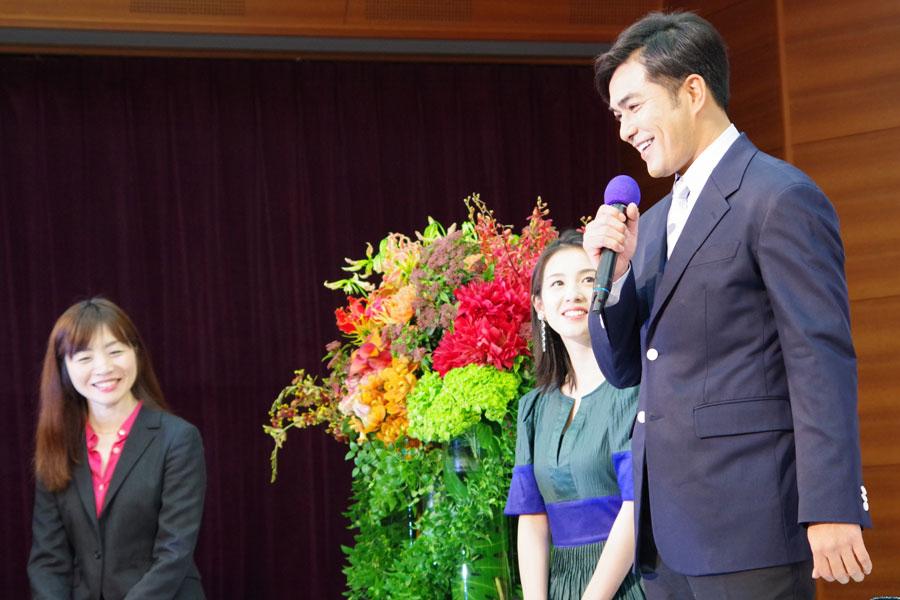 大河ドラマ『天地人』の制作チームにいたのが本作の制作統括である内田ゆきプロデューサー(左)。北村は、「責任、プレッシャーに負けないようがんばりたい」と話す