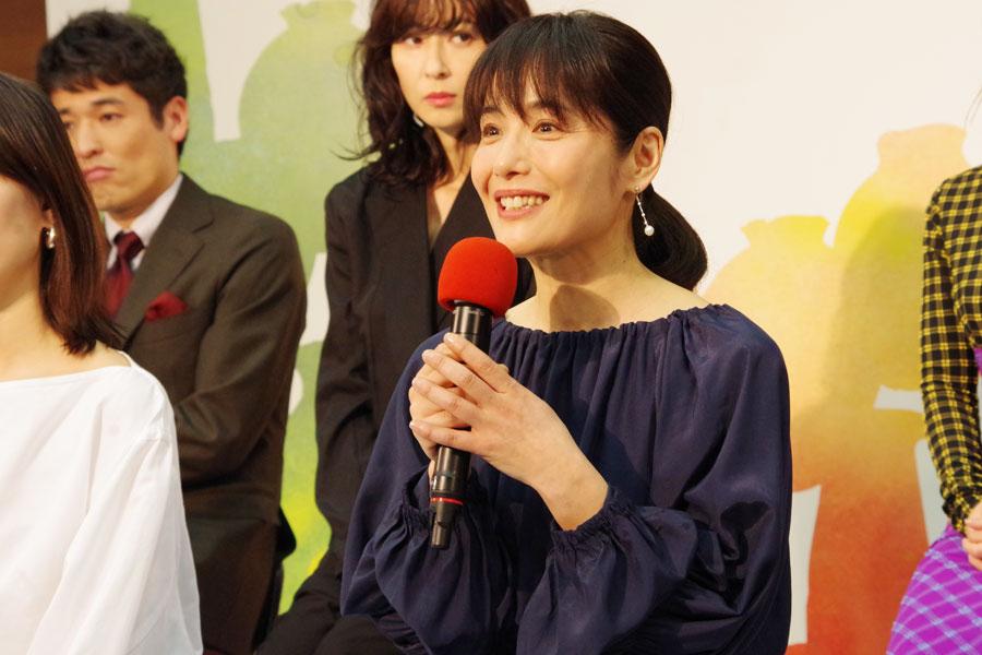 「きっと琵琶湖にも行くと思うので、そこで吹く風を感じてお芝居できたら」と富田靖子