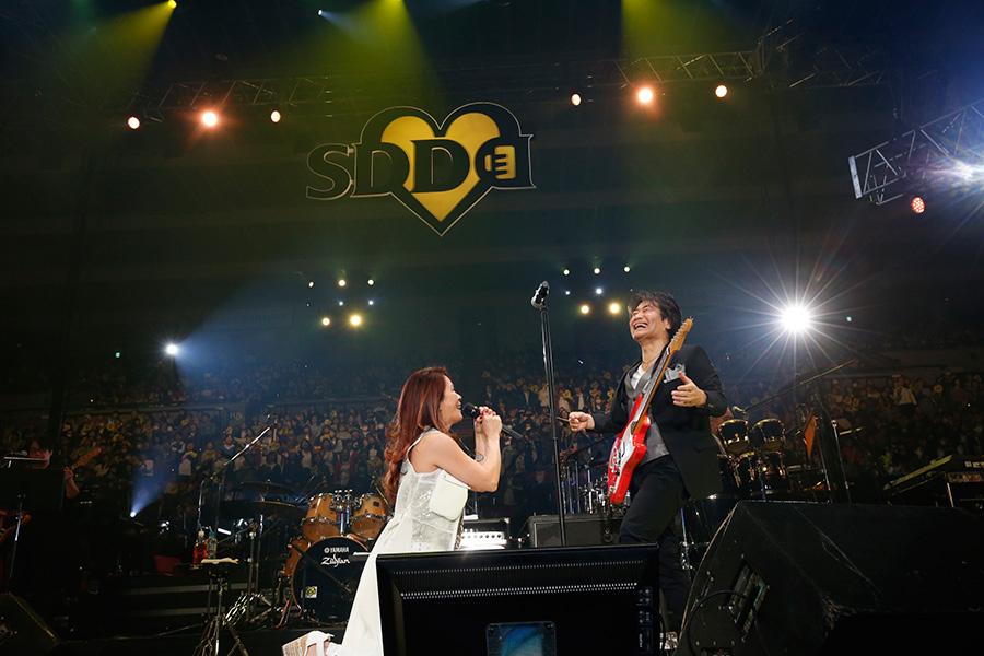スタレビ演奏で熱唱する大黒摩季(23日・大阪城ホール)写真:LIVE SDD 2019 official Photo