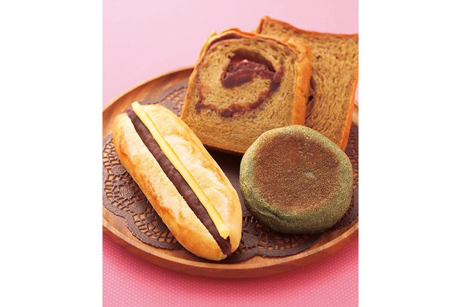 天然酵母パンの店「聖庵」も企画に参加。左からあんバターフレンセ(216円)、あん食パン(200円)、よもぎあんぱん(140円)