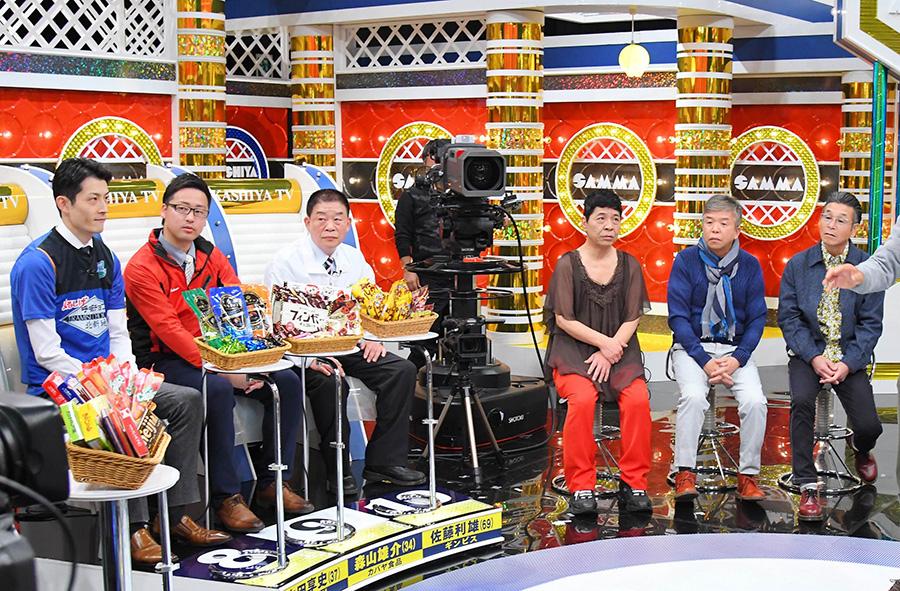 左から、マルシゲの山田享史さん、カバヤ食品の森山雄介さん、ギンビスの佐藤利雄さん、松尾伴内、村上ショージ、間寛平
