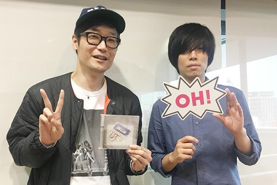 FM OH!『Music Bit』にゲスト出演した内澤崇仁(右)。左はDJの遠藤淳(7日・大阪市内)