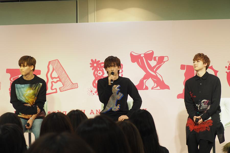 「ルクア大阪」でのトークイベントに登場した超特急(左からカイ、リョウガ、ユーキ・2日)