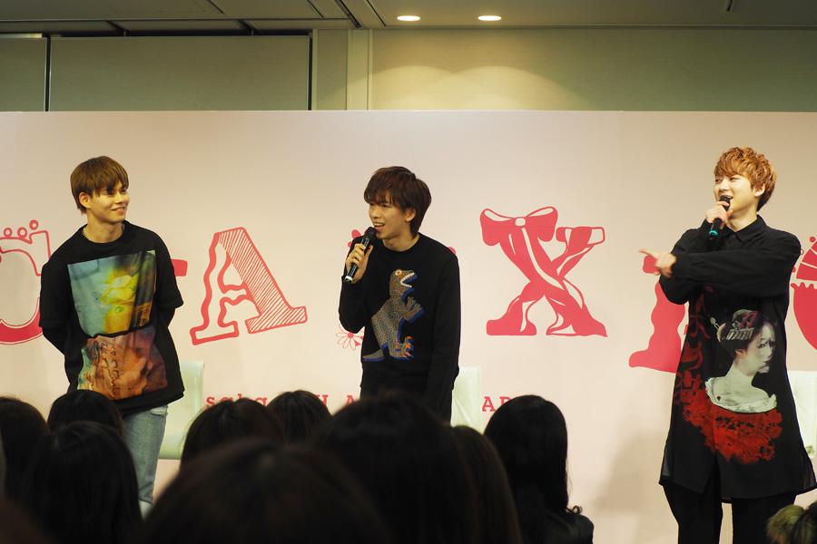 「ルクア大阪」でのトークイベントにこだわりの私服で登場した超特急(左からカイ、リョウガ、ユーキ・2日)