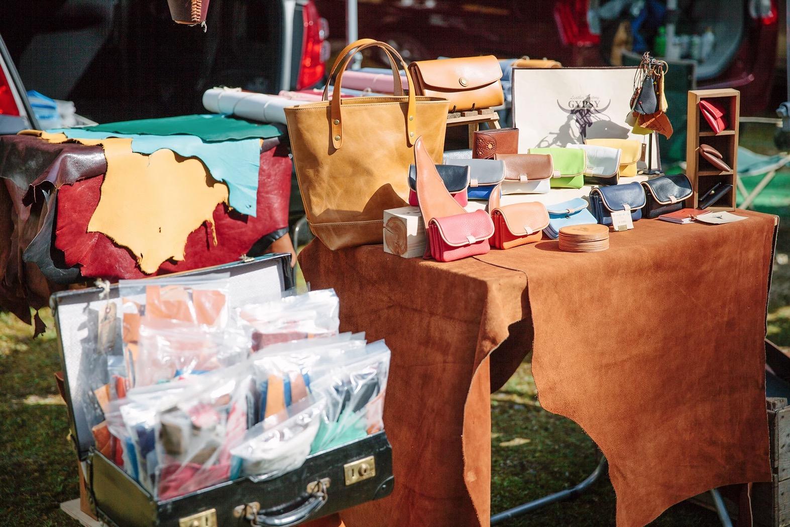 『Dongree Camp Market in 雲ヶ畑2018』の様子。さまざまな手仕事の作家が集まり、作り手と直に話せる。