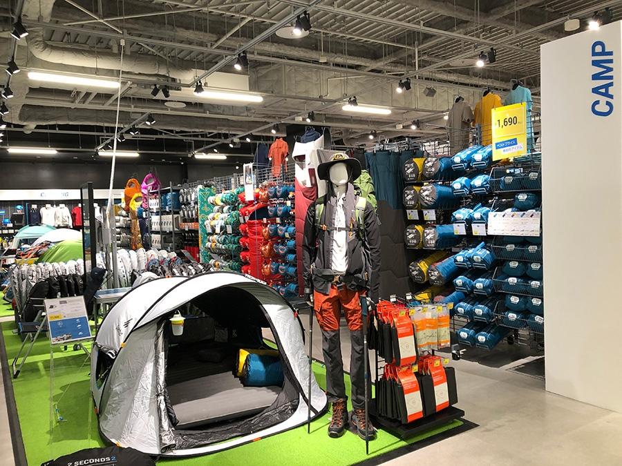 おすすめはキャンプ用品。ワンタッチでオープンする遮光テントが1万円強の価格だ