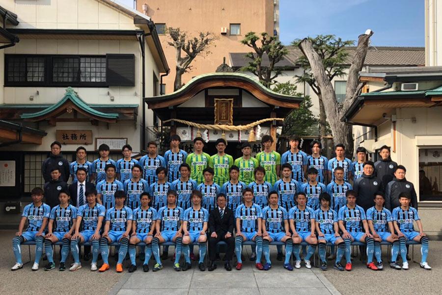 4年目を迎える和田治雄監督を中心に、必勝を祈願した「FC大阪」