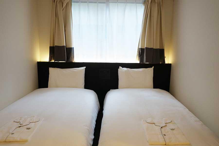 シンプルなツインルーム、トリプルルームやバリアフリーの部屋もあり