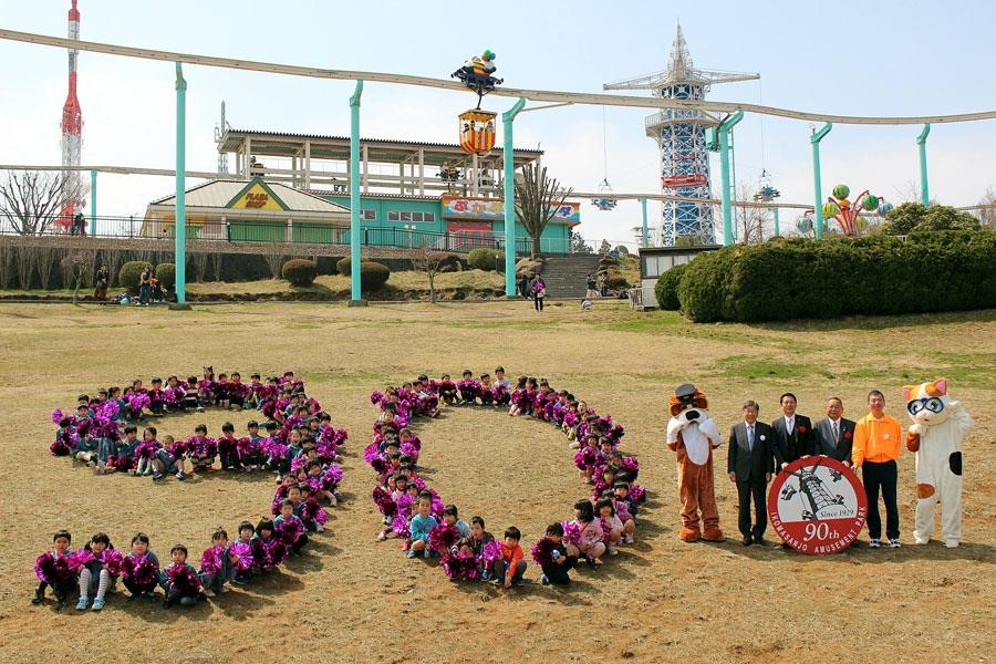 いこまこども園、中保育園、認定こども園生駒幼稚園の園児約90名による人文字