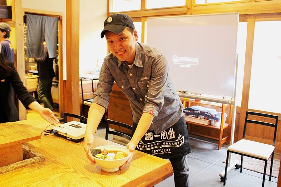 「チキンラーメンの風味をごぼうで表現しています。香ばしいけど後味はさっぱり」と店主の熊本智明さん