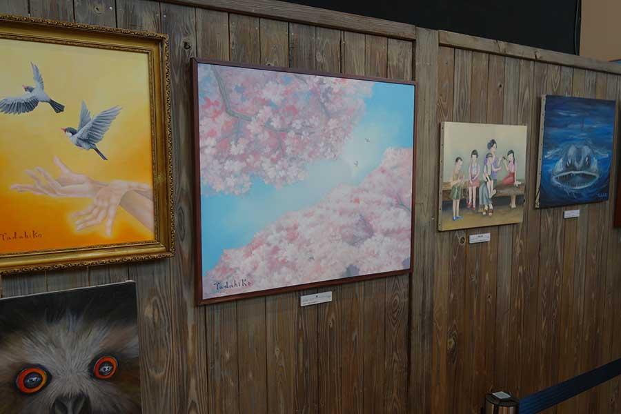 香田忠彦絵画展のコーナーも、作風が変化していくのも楽しめる