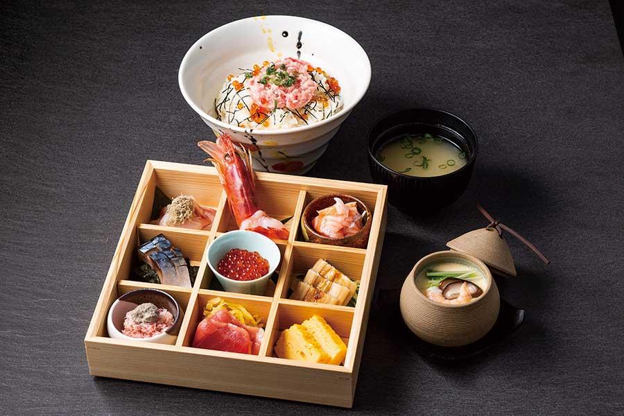 「彩り海鮮丼」(写真)のほか、天ぷら5種付きの梅田御膳1280円などの限定メニューも
