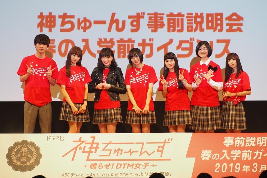 左から、板垣瑞生、星名美怜、中山莉子、安本彩花、柏木ひなた、小林歌穂、真山りか(31日・大阪市内)
