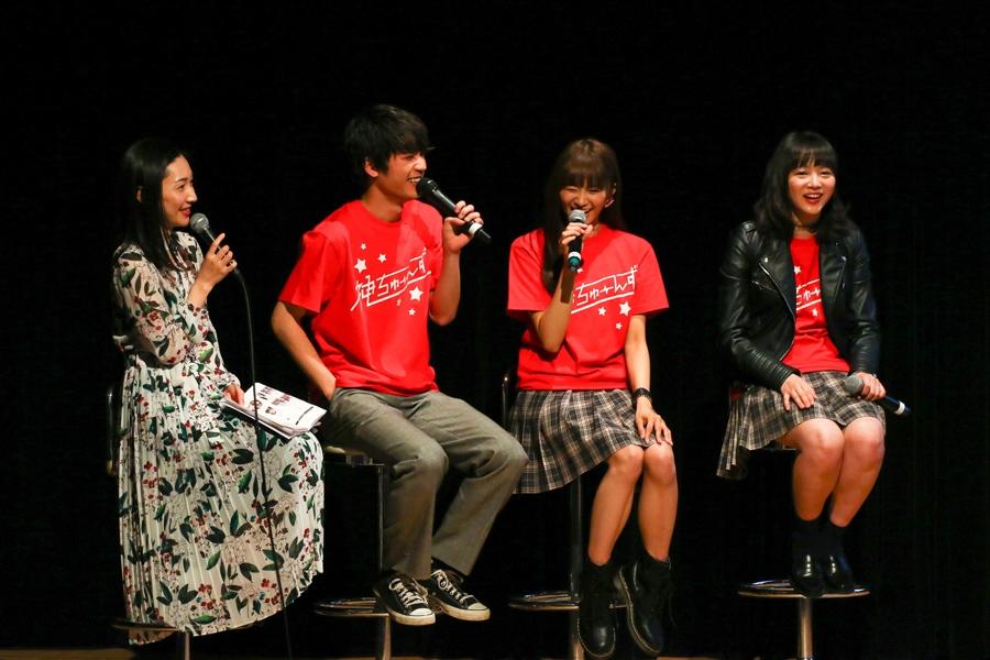 トークで盛り上がる(左から)八塚彩美アナ、板垣瑞生、星名美怜、中山莉子(31日・大阪市内)