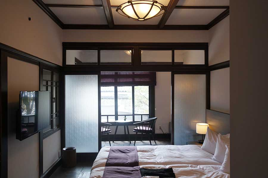 京町家スイートルーム「菊」。2人まではベッド、それ以上は布団となる