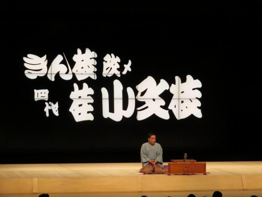 ネタのクライマックスでは、ステージの背後にあるジャンボトロンを使った演出で魅了した