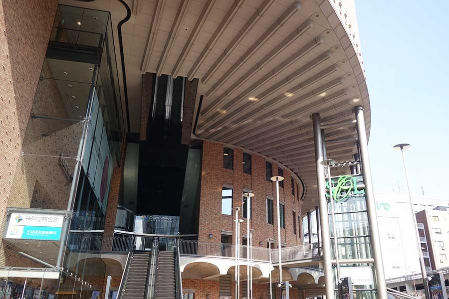 「神戸国際会館」のB2、B1、1F、9〜11Fに位置する「神戸国際会館SOL」。今回は地階を改装