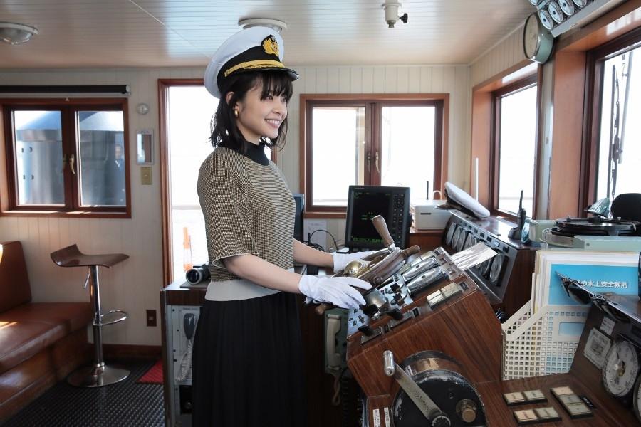 観光遊覧船ミシガンの1日船長に就任した岸井ゆきの