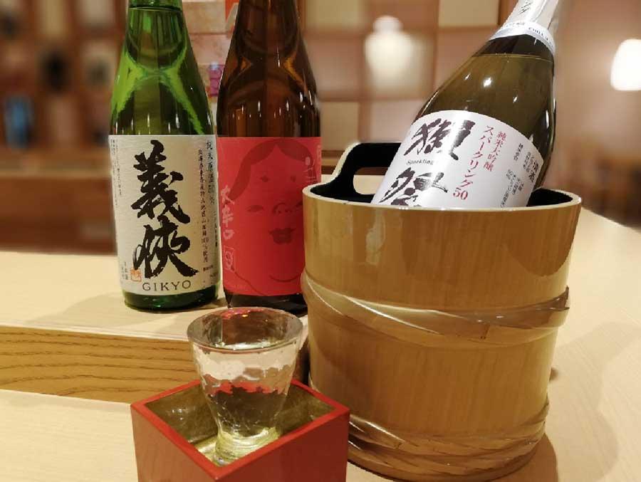入谷さん本人が日本酒をセレクトしたとのこと。オープニングキャンペーンでは、獺祭純米大吟醸50(四合敏)1600円(税別)