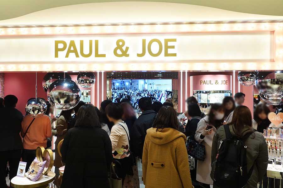 朝から大勢の女性客で賑わった「PAUL & JOE」