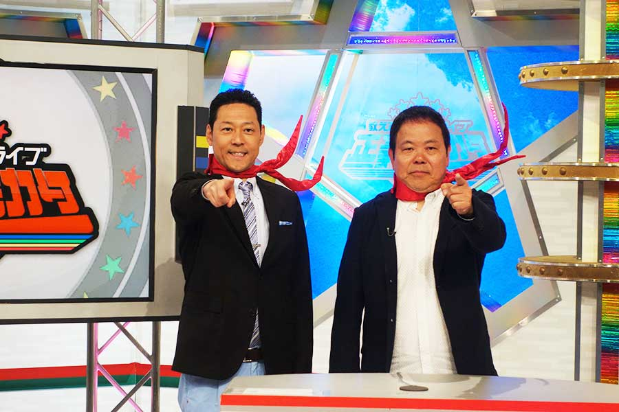 左から東野幸治、ほんこん。「ほんこんさんは背伸びせずに、自分の意見をおっしゃっているんですごいいいと思います」と絶賛した
