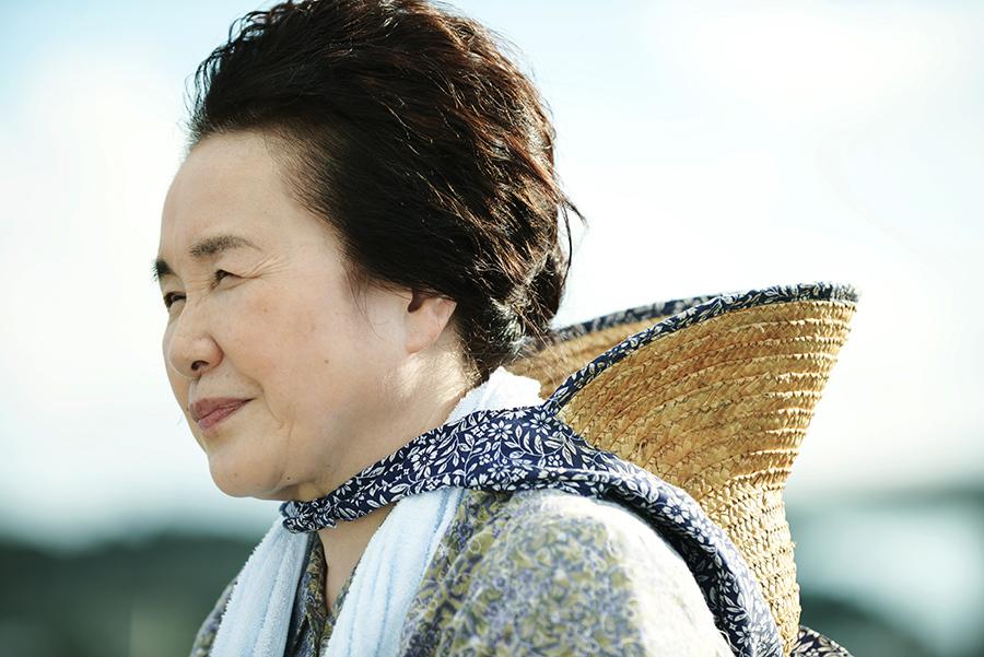 主人公一家の伯母・高安信子を演じた大島蓉子 ©『洗骨』製作委員会