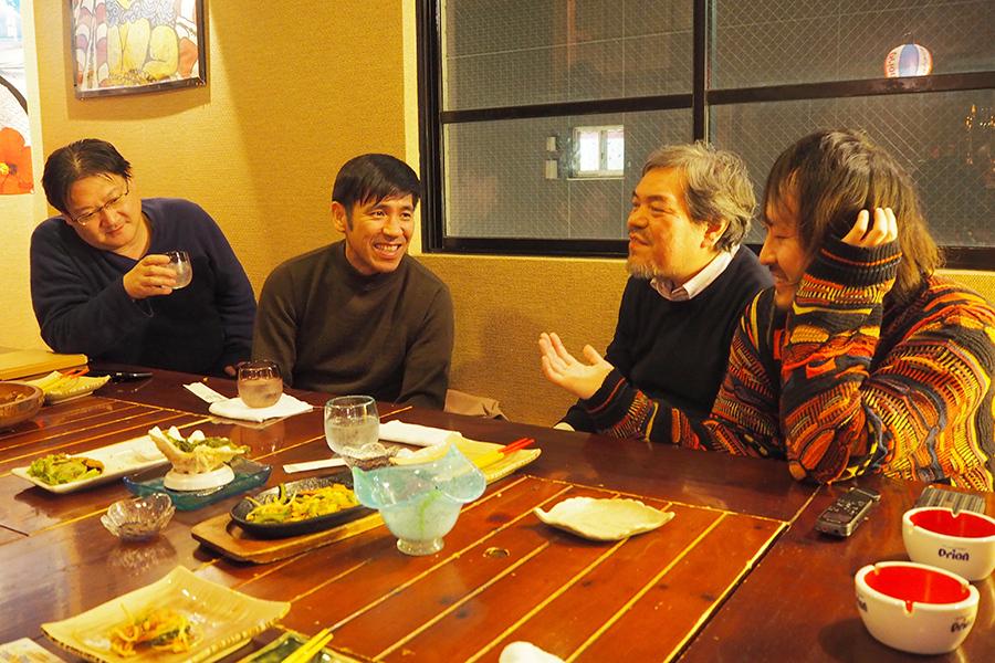 左から、ミルクマン斉藤、照屋年之監督、春岡勇二、田辺ユウキ