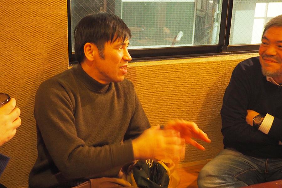 沖縄の人の信仰について語る照屋年之監督