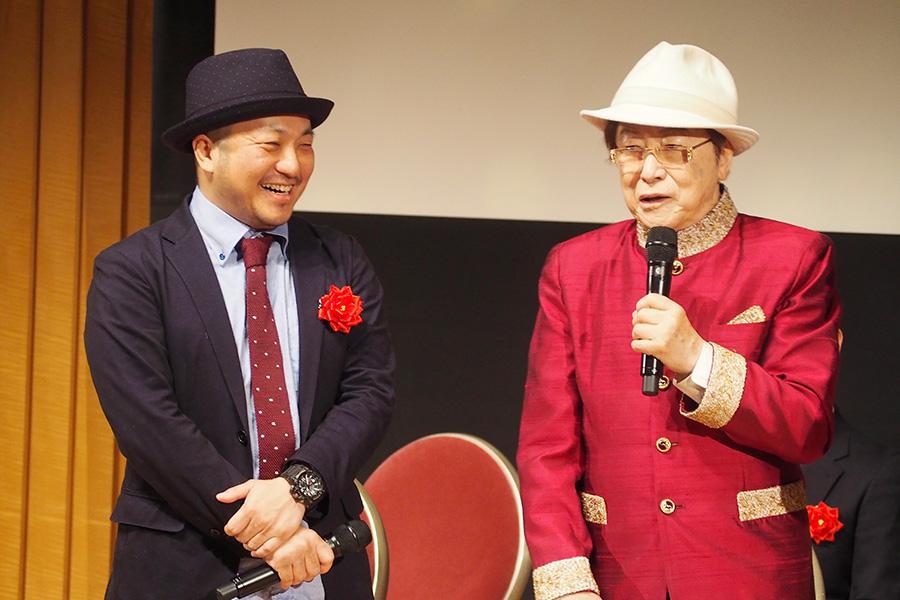 今年も名(&迷)司会ぶりで『おおさかシネマフェスティバル2019』会場を盛り上げた浜村淳(右)、左は白石和彌監督(3日・大阪市内)