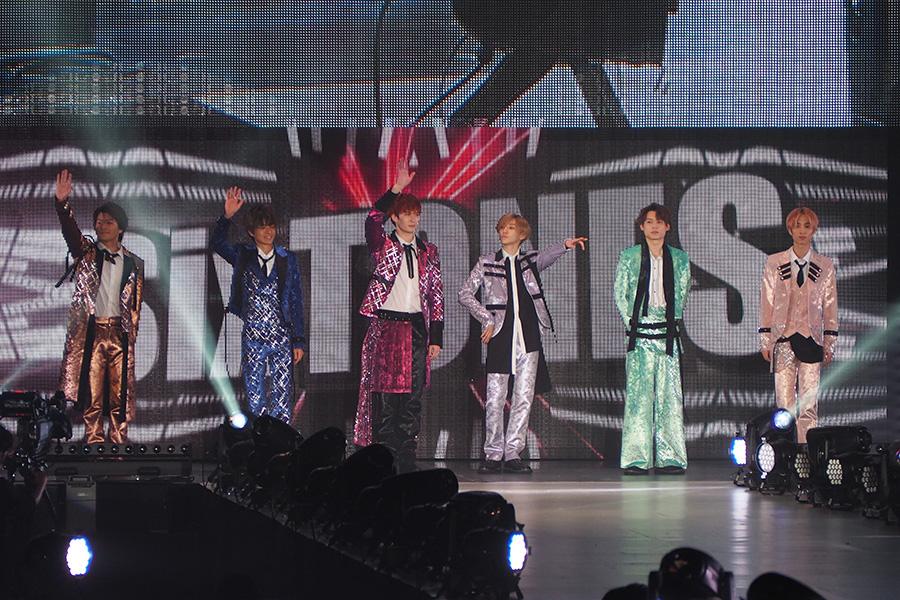 『関西コレクション』のステージに登場したSixTONES(17日・大阪市内)