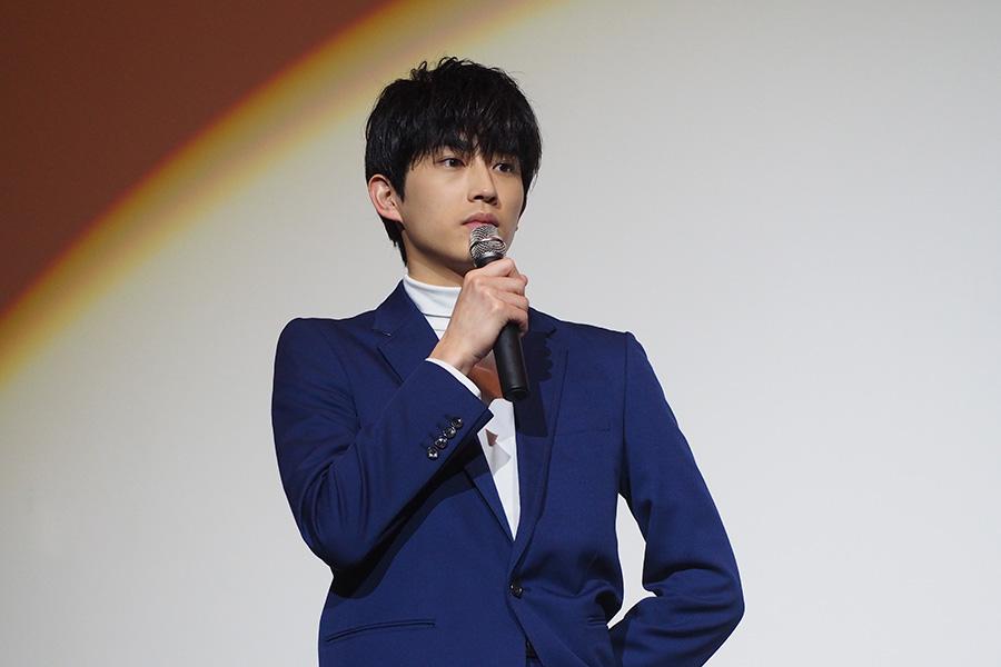 舞台挨拶に登場した杉野遥亮(23日・大阪市内)