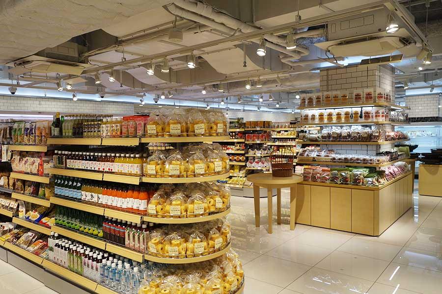 場所は「大垣書店」の奧(南側)に位置し、青果、デリ、調味料などがそろう