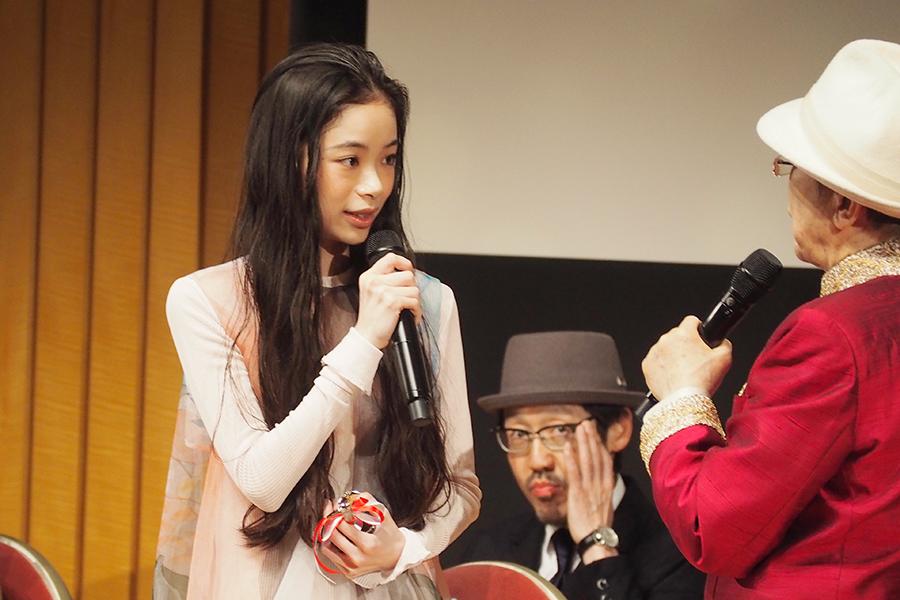 『おおさかシネマフェスティバル2019』で、主演女優賞に輝いた趣里(3日・大阪市内)