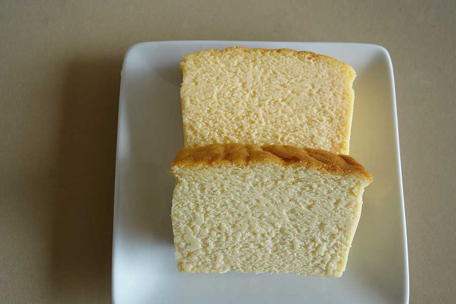 看板商品の「ハイチーズ」。手前からゴルゴンゾーラ、北海道クリームチーズ