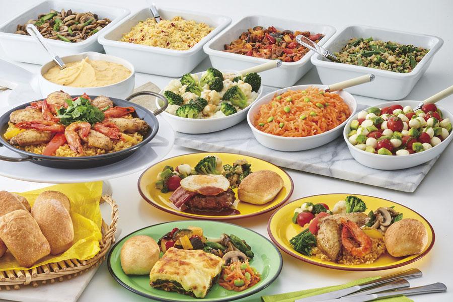 メインはグリルチキン、BBQポークリブなど5種、サイドは、マッシュポテトやラタトゥイユ、カプレーゼなど