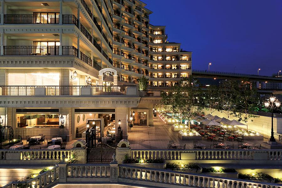 神戸港を望む、同ホテル2階のガーデンテラス