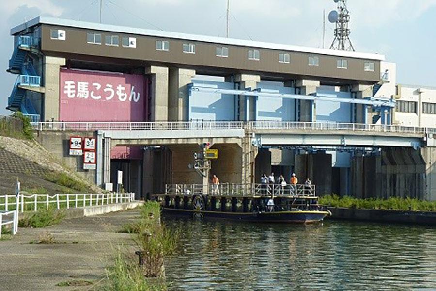 当日は、水位差のある大阪・大川と淀川を通過するため、水位の調節をおこなう「毛馬閘門」の通過体験も可能