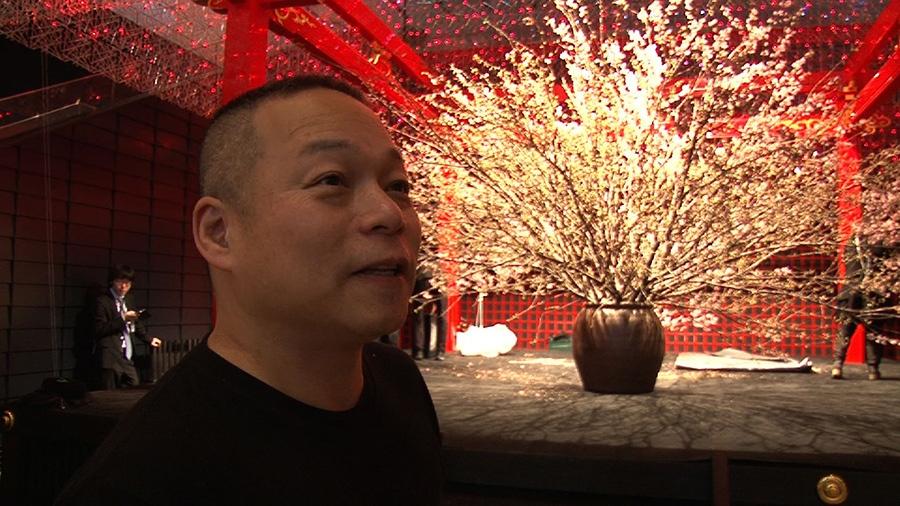 1965年生まれ、大阪出身。北海道洞爺湖サミットでの装花や世界遺産の上賀茂神社でのイベント、伊勢神宮式年遷宮の献花奉納を手掛けた