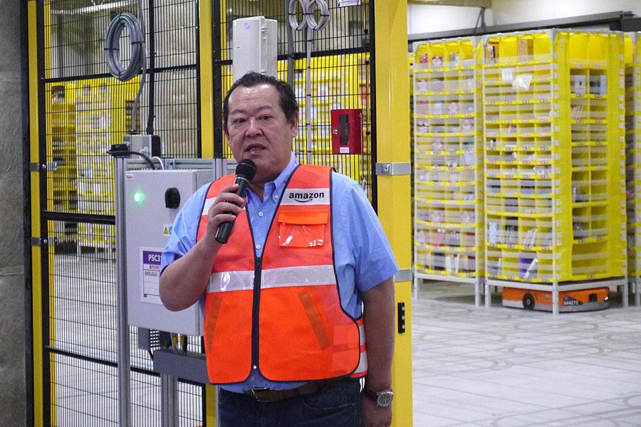 国内で2拠点目となるアマゾン・ロボティクスの本格稼働を喜ぶジェフハヤシダ社長