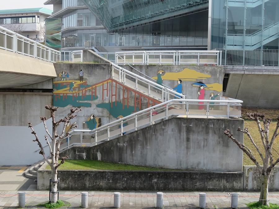 「和泉シティプラザ」に設置、坂口拓の作品(葛飾北斎作品をリライト)